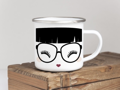 EMAILLE BECHER Retro Tasse MISS MOLLY MIT PONY Freundin Gesicht Wimpern GOLDEN BERRY